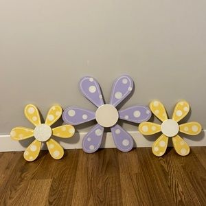 Wooden wall flowers